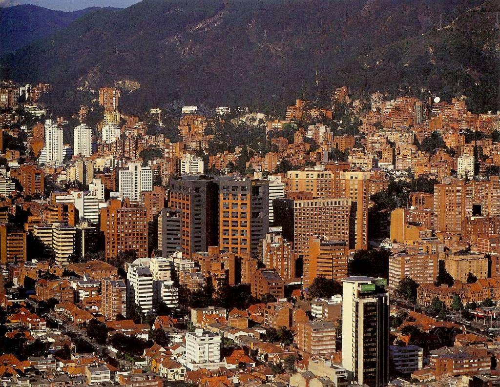 El norte de bogot desde el aire skyscrapercity for Barrio ciudad jardin norte bogota